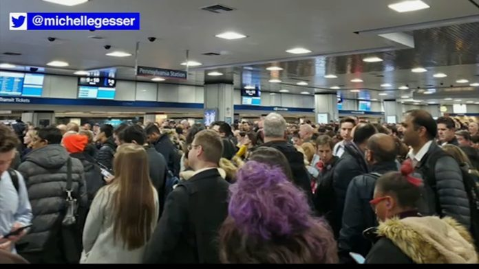 Power outage causes delays for NJ Transit, Amtrak customers out of Penn Station in NYC -TV