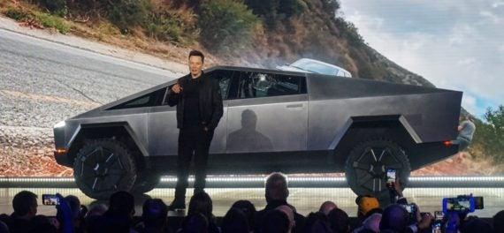 Tesla [TSLA] Stock Soars Over $900?! Why?