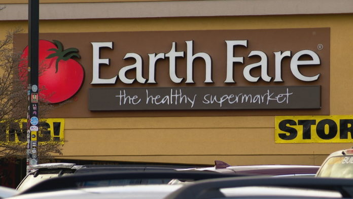 2 employees file lawsuit on behalf of thousands losing jobs as Earth Fare closes