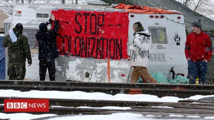 Trudeau calls for 'dialogue' to solve crippling blockades