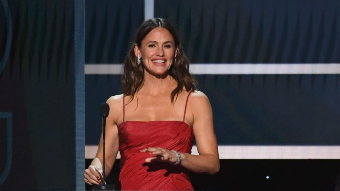 Jennifer Garner gets your 'primal need' for Girl Scout cookies, so she's shipping them to fans