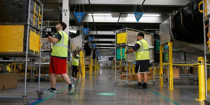 Amazon to Hire 100,000 Warehouse and Delivery Workers Amid Coronavirus Shutdowns