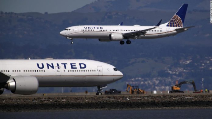 United Airlines poised to slash payroll costs without quick bailout