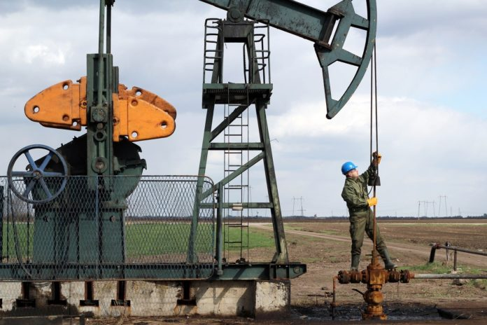 5 Experts Weigh In: Top Big Oil Stocks to Buy and Hold