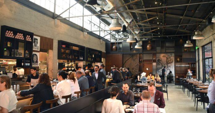 Many U.S. restaurants close as coronavirus relief falls short