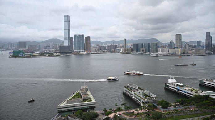 Asian markets fall after Wall Street retreats on economic worries