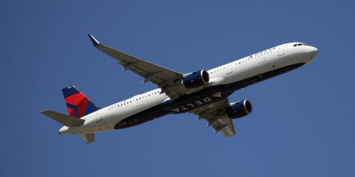 Delta plane returns to gate to eject 2 passengers without face masks