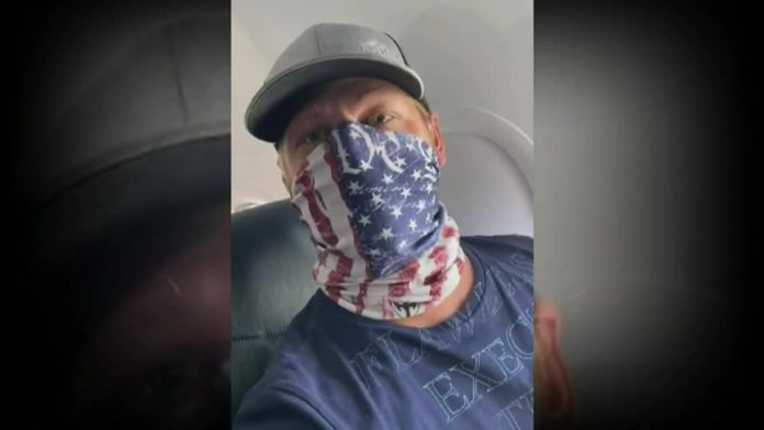 Man told by flight attendant his mask was noncompliant, police would be waiting for him